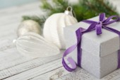 Gift box with violet ribbon — Stock Photo