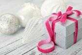 Gift box with pink ribbon — Stock Photo