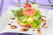Round shaped Smocked salmon salad with avocado decorated with ch — 图库照片