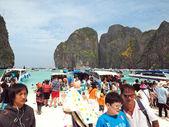 Mass tourism on Maya beach Thailand — Stock Photo