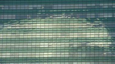 Reflection in the windows of a skyscraper — Stock Video