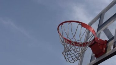 Ball enters the basket basketball. — Stock Video