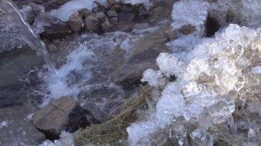 Freezing Cascade Creek. — Stock Video