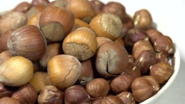 Hazelnuts in  Shell  on  Plate. — Stock Video