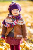 Happy little girl walking in the autumn park — Stock Photo