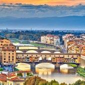 Bridges over Arno river in Florence — Stockfoto