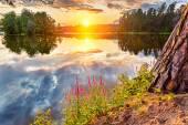 Bel tramonto sul lago — Foto Stock