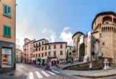 Street view in Castelnovo Garfagnana, Italy — Foto de Stock