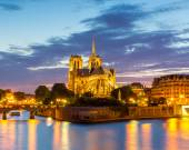 Notre Dame Cathedral in Paris at dusk — Stock Photo