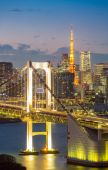 Tokyo Tower skyline and Rainbow Bridge — Stock Photo