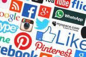 Samling av populära sociala medier logotyper tryckta på papper — Stockfoto
