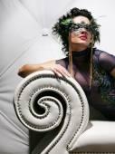 Mulher bonita com máscara — Fotografia Stock