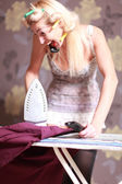 Housewife irons clothes and makeup corrects — 图库照片