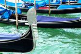 Ferro of gondola docked on the venetian lagoon — Stock Photo