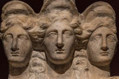 Three headed roman-asian ancient statue of beautiful women, Godd — Stock Photo
