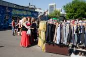 Women looking for second hand clothes and used items on the open air flea market — 图库照片