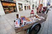 Street vendor girl sells souvenir match — Stock Photo