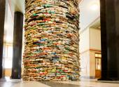 Giant book shelf in the hall of the library — Stock Photo