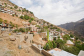 Rural houses on the slopes of a steep mountain — Stock Photo