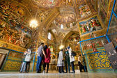 People stand inside the cathedral — Stock Photo