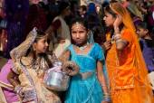 Girls in beautiful indian dresses at the Desert Festival — Stock Photo