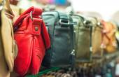 Leather handbags collection in the store. — Stock Photo