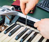 Male hand fixing midi keyboard controller. — Stock Photo