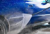 Blue car wash using high pressure water jet. — Stock fotografie