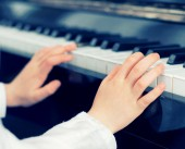 Child learning to play the piano. Vintage effect. — Stock Photo