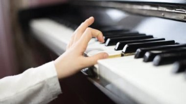 Child learning to play the piano. — Stock Video