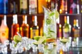 Mojito cocktail drink on bar counter — Stock Photo