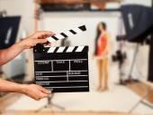 Man with film clapper in studio — Foto de Stock