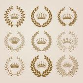 Luksusowe złoto etykiety z wieniec laurowy — Wektor stockowy