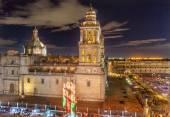 Metropolitní katedrála zocalo mexico city v noci — Stock fotografie
