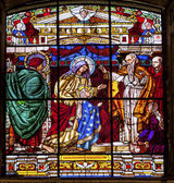Mary Presenting Young Jesus to Temple Elders Stained Glass Old B — Stock Photo