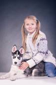 Girl with a husky puppy — Stock Photo