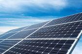 Pannelli fotovoltaici - fonte di energia elettrica alternativa — Foto Stock