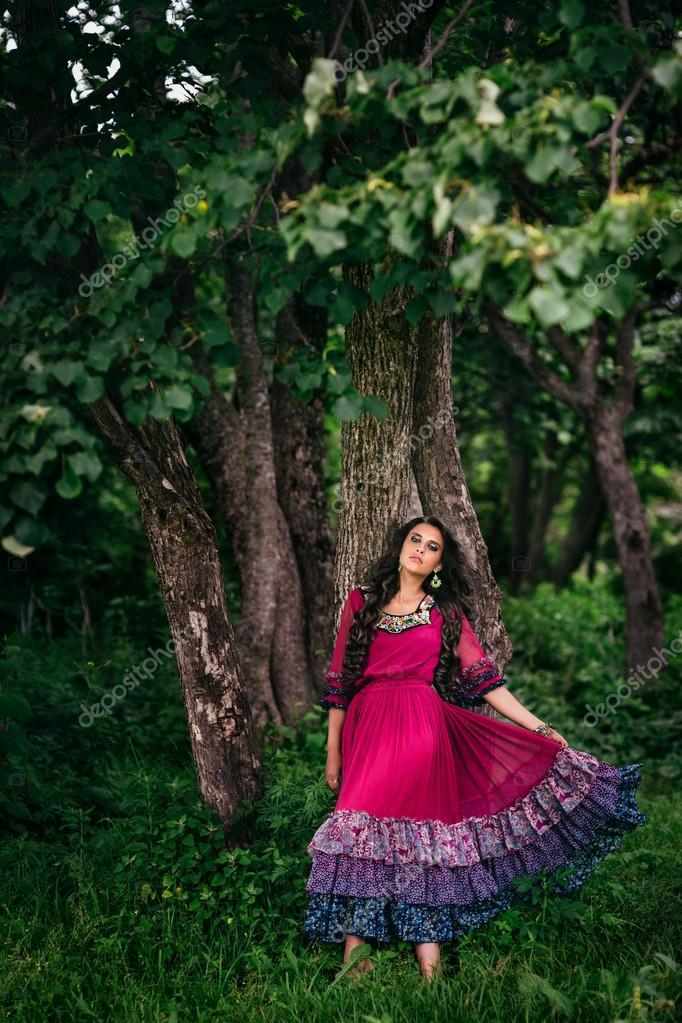 Фото красивых цыганок в красивых платьях