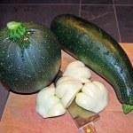 Round Green Zucchini, Green Zucchini and Chopped Pattypan II — Stock Photo #68152045