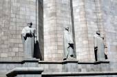 The wall of Matenadaram museum, Armenia, with statues — Stock Photo