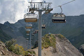Ski chairlifts in the mountains — Stockfoto