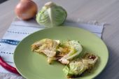 Slices of baked cabbage with hot pepper — Stock Photo