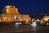Republic square in Yerevan with people resting — Stock Photo