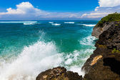 The waves breaking on rock, forming a spray — Stock Photo