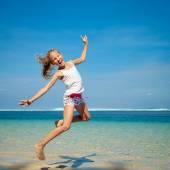 Teen girl  jumping on the beach — Stock Photo