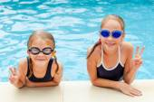 Two little kids playing in the swimming pool — Stock Photo