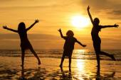Happy children playing on the beach — Stock Photo