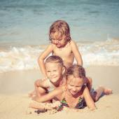 Happy kids playing on beach at the day time — Stock Photo
