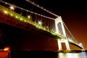 Night views of New York City, Verazzano Narrows Bridge. — Stock Photo