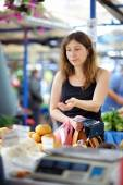 Woman at the farmer market  — Stock Photo